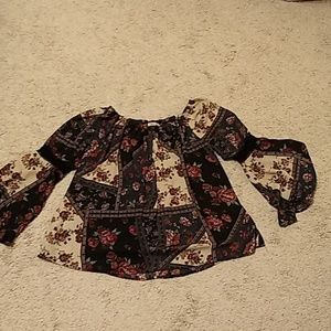 Adorable Bell sleave blouse